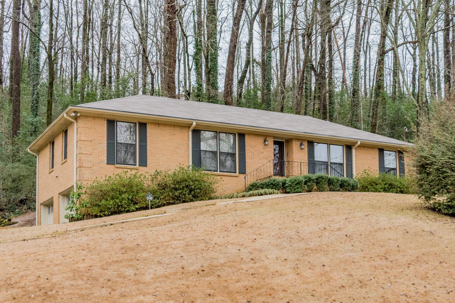 Virtual Tour of Birmingham Metro Real Estate Listing For Sale | 1037 Mountain Oaks Drive, Hoover, AL 35226