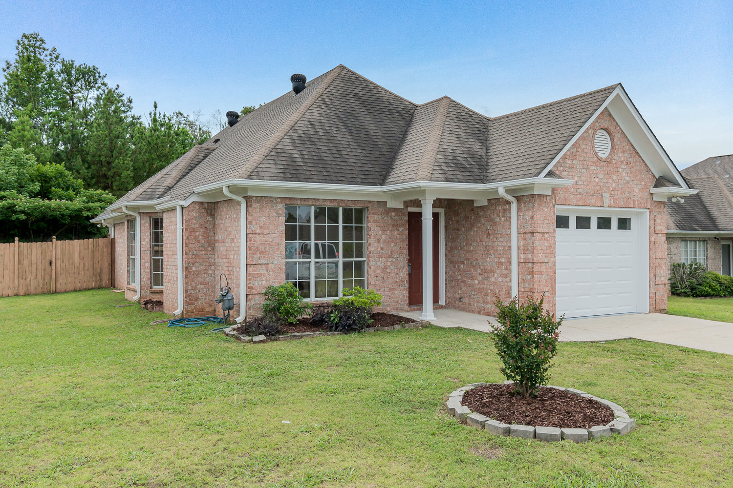 Virtual Tour of Birmingham Metro Real Estate Listing For Sale | 432 Daventry Circle, Calera, AL 35040